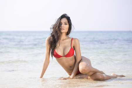 Beautiful asian woman posing at the the ocean. Stock Photo - 100778340