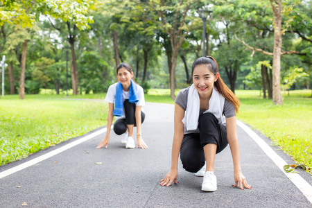 Woman running with friend at garden. Women resting at garden together in holiday. People with lifestyle, relax, holiday concept. 免版税图像