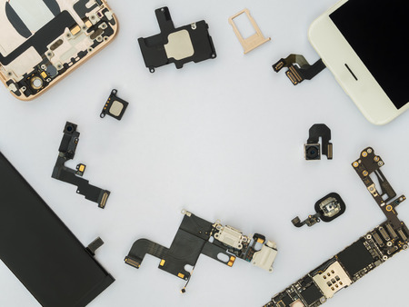 Flat Lay (Top view) of smart phone components isolate on white background with copy space Standard-Bild