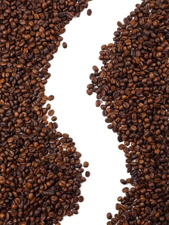 Close-up and top view of roasted Thai coffee beans and empty area for copy space on white background for used as background, backdrop or banner 免版税图像