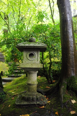 japenese: linterna de la decoraci�n de piedra de la forma japenese de oregon Foto de archivo