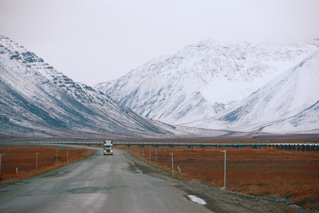 アラスカ北斜面のダルトンハイウェイ 写真素材