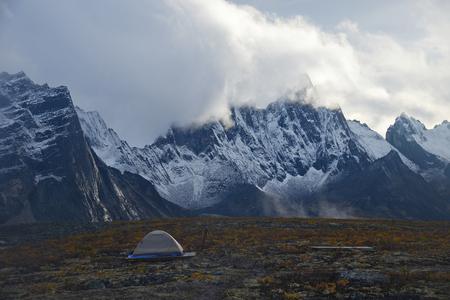 grafsteen berglandschap in Yukon