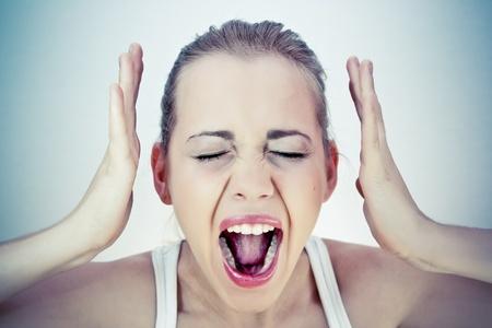 boca abierta: Mujer gritando