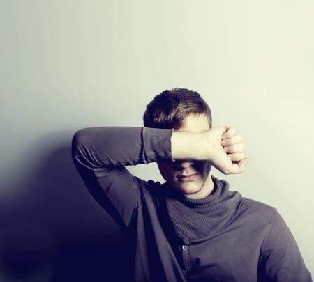 homme triste: Homme d�prim� Banque d'images