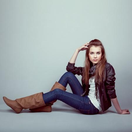 adolescentes chicas: Retrato del modelo joven con estilo Foto de archivo