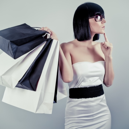 filles shopping: Femme commer�ante Belle Banque d'images