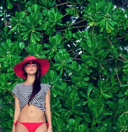 fashion portrait of a woman in a tropical landscape Foto de archivo
