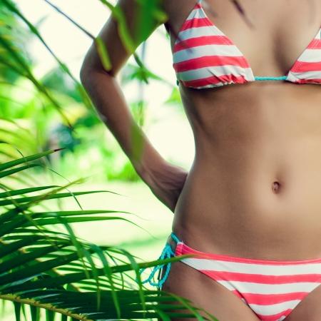 sexy beine: Frau s K�rper in den Tropen