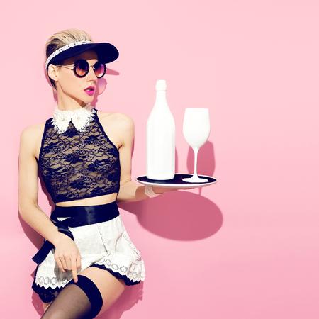 sirvientes: Chica siervos de moda. estilo camarera
