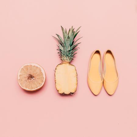 패션 숙 녀 여름 스타일 집합입니다. 바닐라 과일과 신발