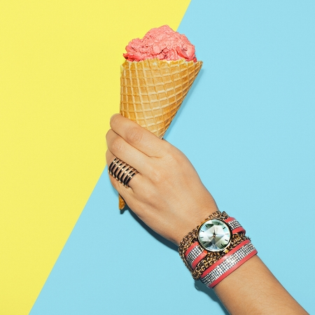 Stylish Vanilla Summer. Fashionable accessories. Rings, watches and bracelets Archivio Fotografico