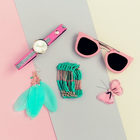 Ladies Fashion Accessories. Pink Clutch, sunglasses, watches, jewelry. Be vanilla Lady 版權商用圖片