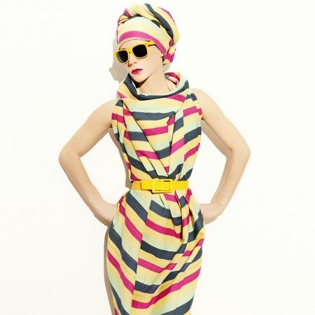 busty: Estilo dama africana Tira de tendencia Accesorio de verano de moda. Foto de archivo