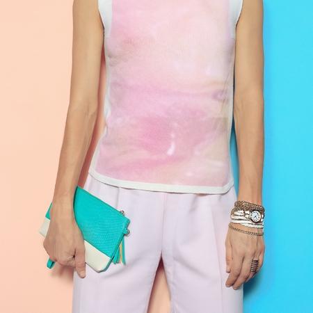 moda ropa: Estilo de moda de verano. de color vainilla. Rosa ropa y accesorios de moda.