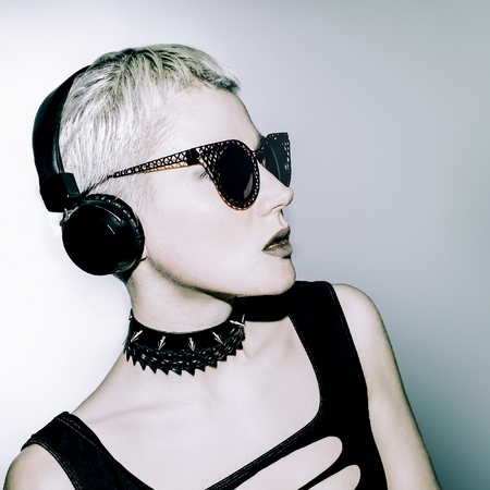 dubstep: Glamorous blonde DJ. Crazy Party Time