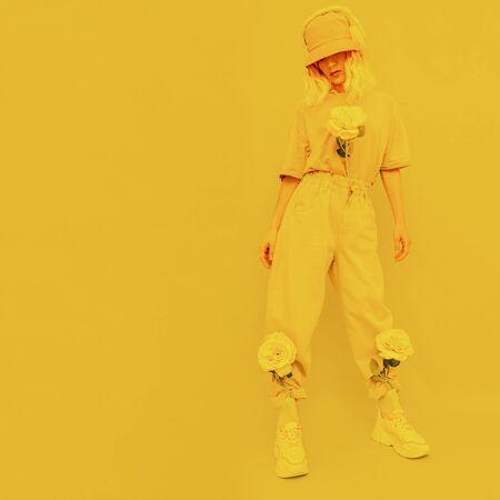 Fresh urban Summer Dj Girl. Monochrome Minimal design trends. Yellow aesthetic Banque d'images