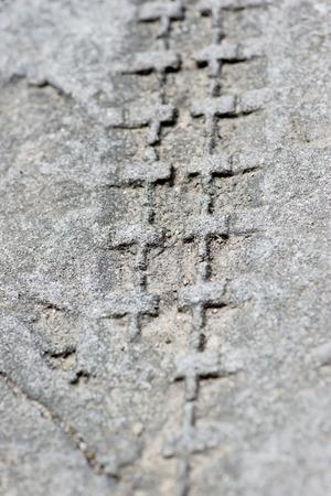 emboutissage: traces de roues estampage sur le ciment Banque d'images