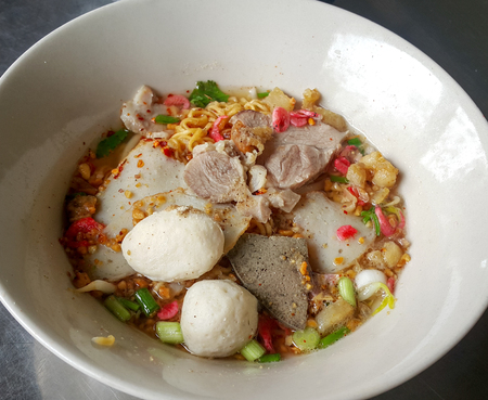 thai noodle: spicy thai noodle with meat ball and peanut