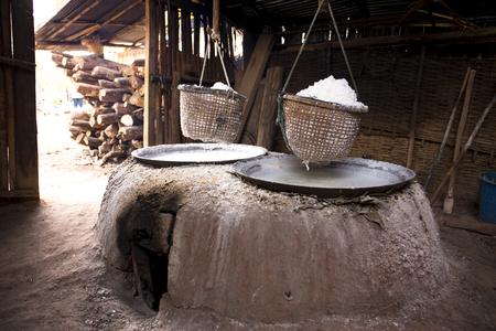 boiling: Boiling rock salt.