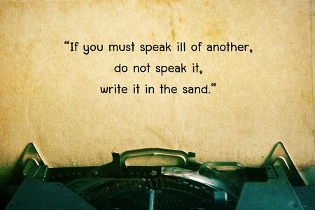 inspiración: cita de la vida. Cita inspirada en el fondo del papel del vintage. Fondo motivación.