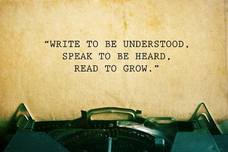 inspiración: cita de la vida. Cita inspirada en el fondo del papel del vintage. Fondo motivaci�n.