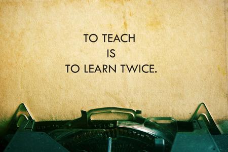 citazione vita. citazione Inspirational su sfondo di carta vintage. sfondo motivazionale. Archivio Fotografico