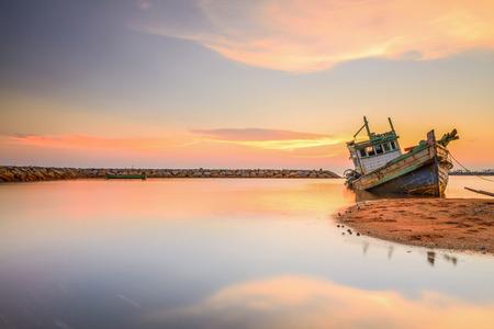 green boat: Twilight Hulk long exposure. Thailand