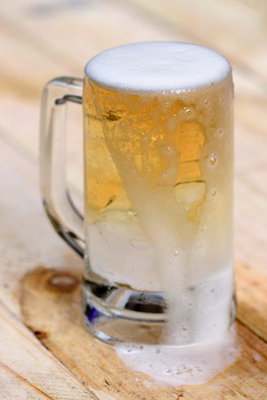 un bottled: glass beer on wood background