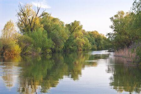 un piccolo canale nel Delta del Danubio