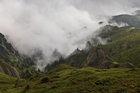 montagne e nubi in Monti Ciucas, Romania
