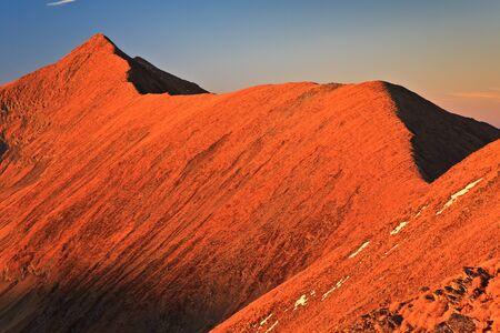 Sunset Moldoveanu Peak nei Carpazi, in Romania