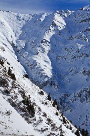 fagaras: invernale paesaggio montano. Le montagne di Fagaras, Romania