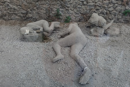 Pompeii reproduction of unearthed human figure that was buried in the ash Imagens