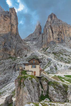 vajolet: Torri del Vajolet, rifugio Preuss in Dolomites, Italy  Stock Photo