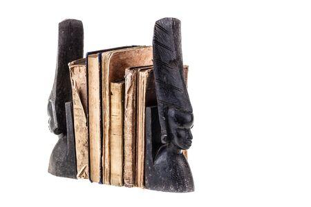 antiquary: muy antiguos y desgastados libros aislados sobre fondo blanco Foto de archivo