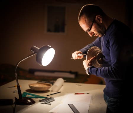 an archeologist examining some ancient crocks on a desk Stockfoto