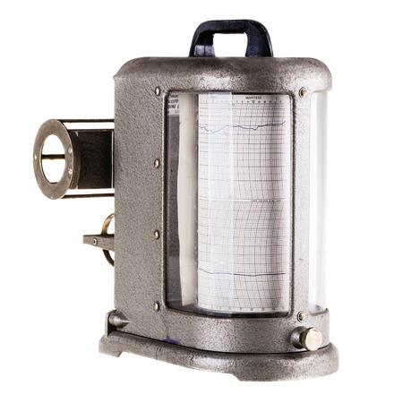sismogr�fo: un viejo higr�metro del t�tulo del sism�grafo aislado sobre un fondo blanco