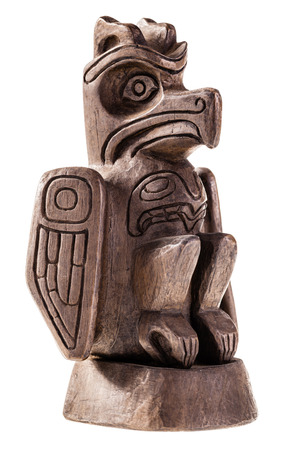 canada aboriginal: canadian statue depicting an eagle isolated over a white background