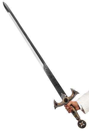 een hand die een lange en ornated middeleeuwse stalen zwaard