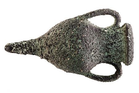 greek pot: un antico e corroso anfore greco isolato su uno sfondo bianco Archivio Fotografico