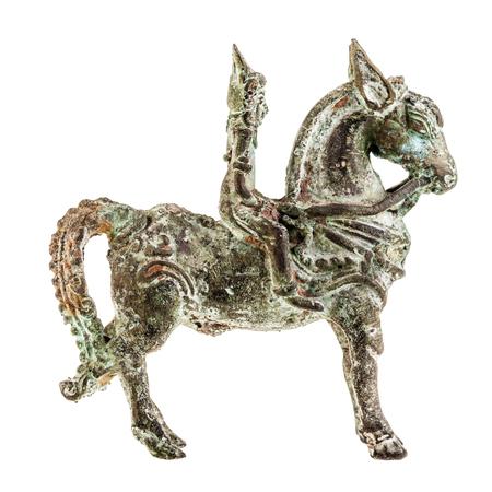 charro: una antigua estatua de un jinete hindonesian aislado en blanco