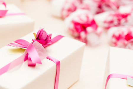 wedding favor: beautiful wedding favors wrapped in cute boxes Stock Photo