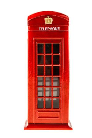 een typisch Engels rode telefooncel geïsoleerd over een witte achtergrond Stockfoto
