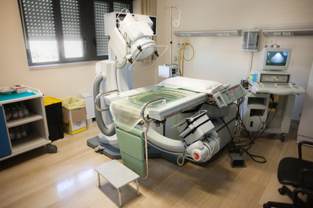 El litotriptor intenta romper los cálculos renales mediante un centrado, pulso acústico aplicado externamente, de alta intensidad Foto de archivo - 29584202