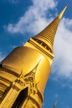 phra si rattana chedi: Temple of the Emerald Buddha Phra Si Rattana Chedi (The Main Stupa)
