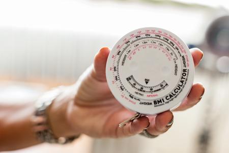 body mass index of BMI calculator kan het relatieve gewicht op basis van de massa en de hoogte van een individu te meten Stockfoto