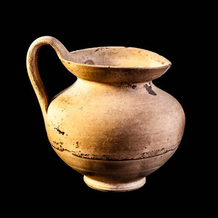 daunia: Daunian jug, Terracotta, Subgeometric style isolated over a black background