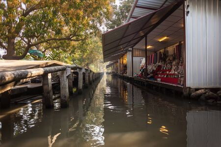 saduak: Traditional floating market in Damnoen Saduak near Bangkok, Thailand