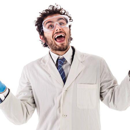 ein glücklicher Doktor oder ein Forscher mit einem weißen Labormanteljubeln lokalisiert über Weiß Standard-Bild